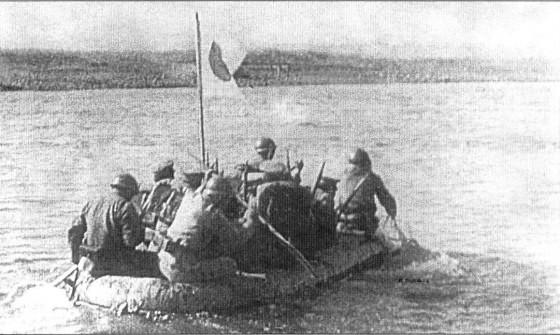 Japanese_soldiers_cross_Khalkhyn_Gol_river_1939