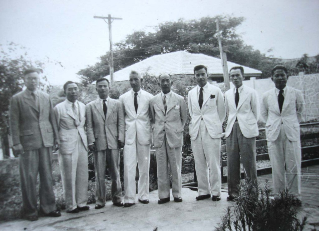 (center) surrounded by his most faithful companions, including half-brothers Souvanna-Phouma and Souphanouvong. Bangkok 1946. (private collection of Prince Mangkra Souvannaphouma)