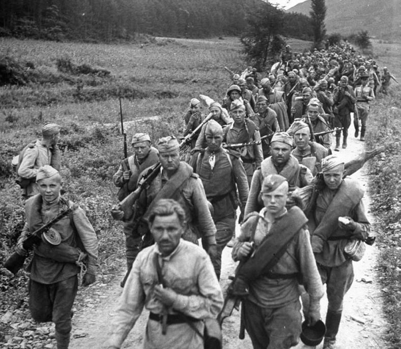 in northern Korea in October 1945.  [Stanislav Zharkov collection](http://Waralbum.ru)