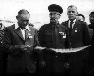 President G. Bumstend (center) with Choibasan (left) and an unidentified Soviet officer