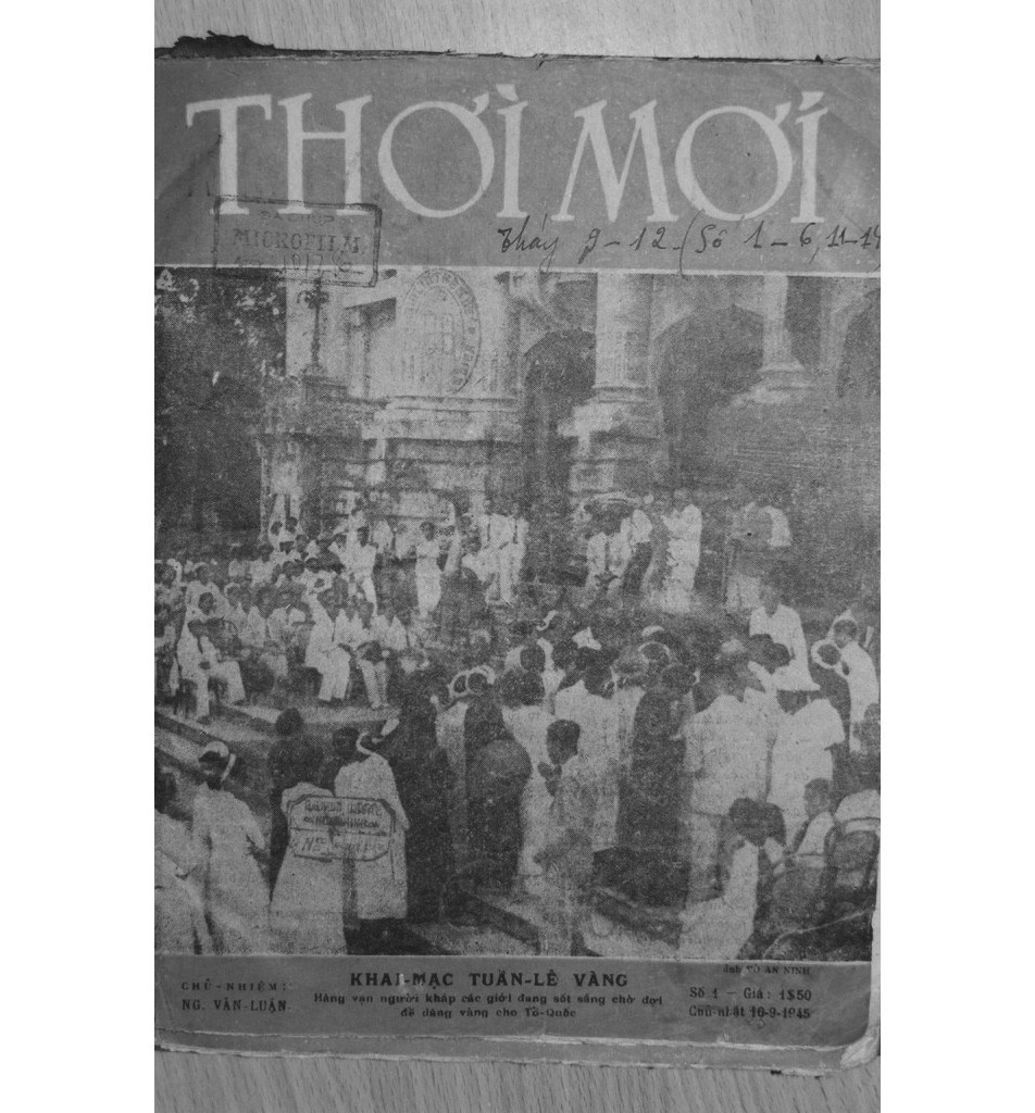 in front of the Hanoi Opera House. (From the cover of the first issue of Thoi Moi magazine, September 1945)