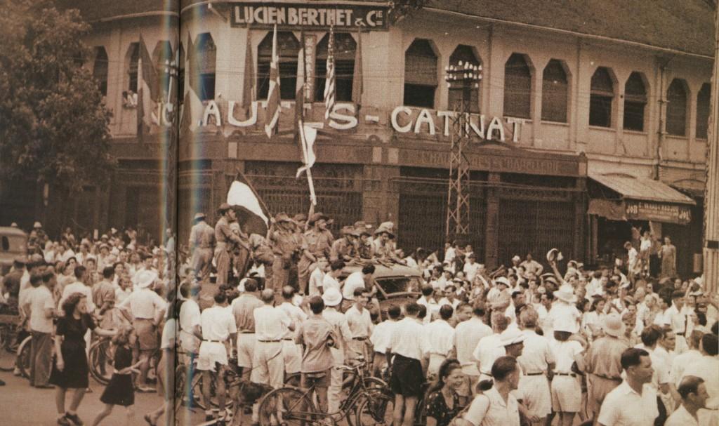 on rue Catinat, Saigon, Oct. 1945. Batailles, pp.50–51